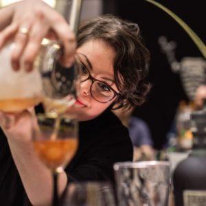 Die Bartenderin im Rotkehlchen in Münster
