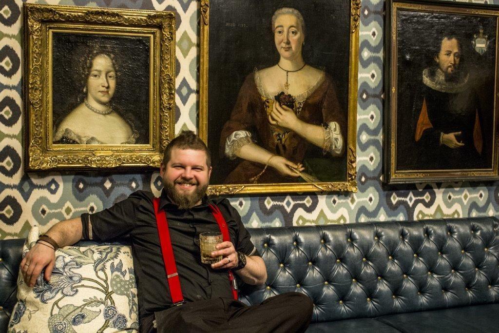 Der Bartender des Château Gütsch in Luzern