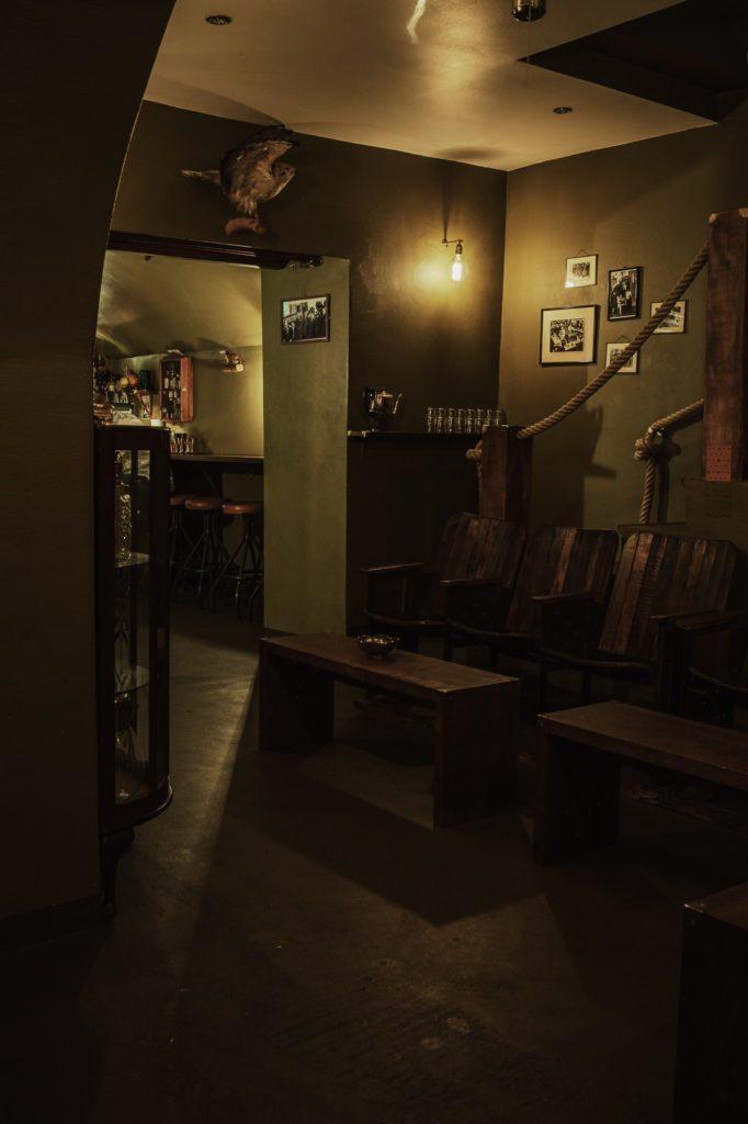 Das Interieur der Kinly Bar in Frankfurt