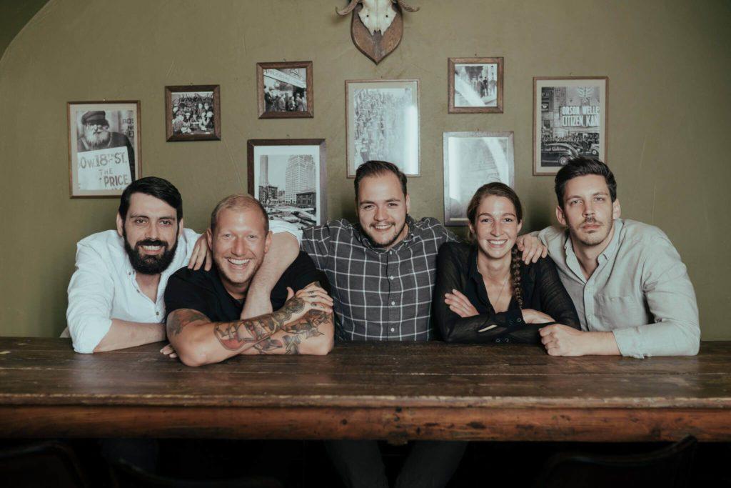 Das Team der Kinly Bar in Frankfurt
