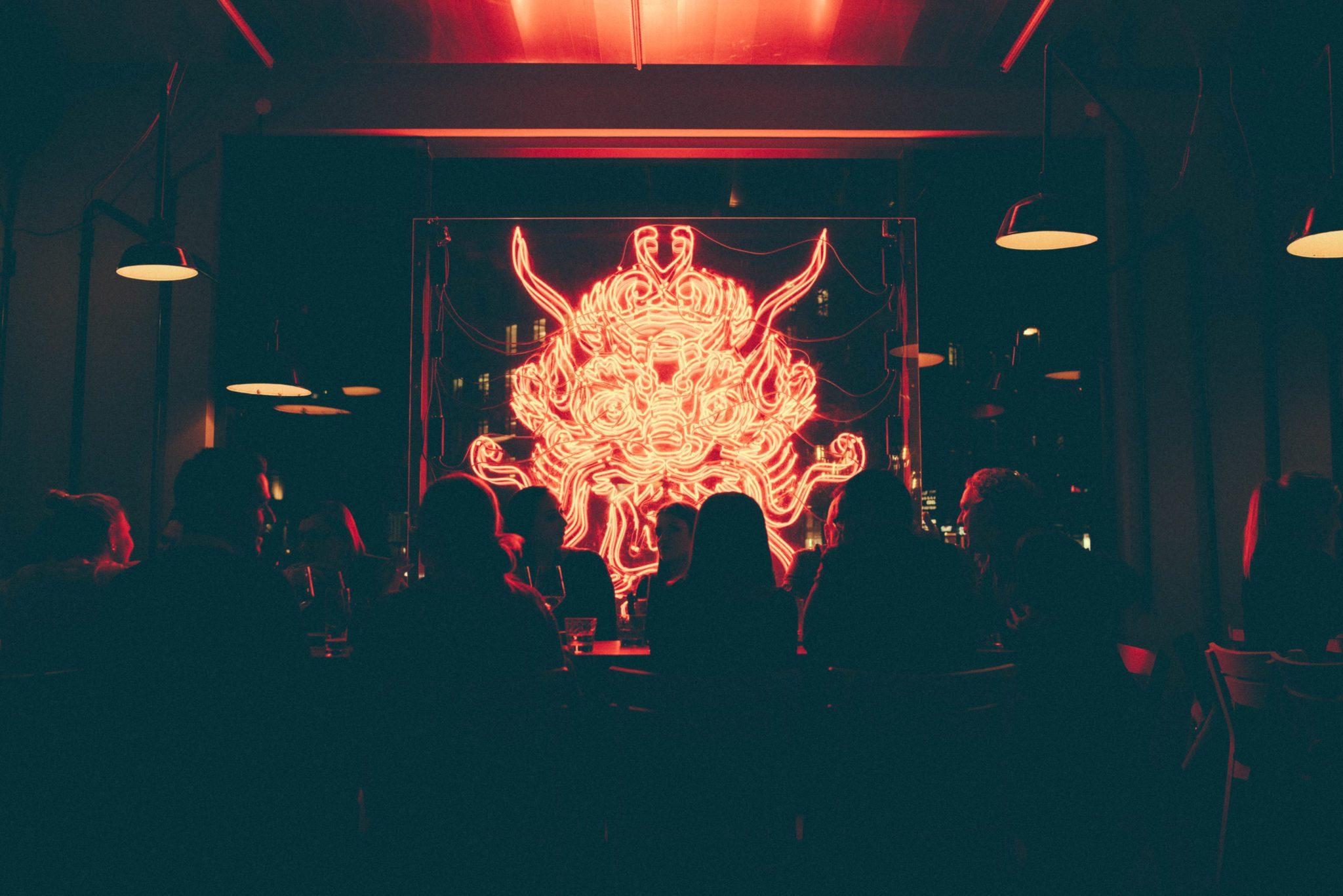Die Atmosphäre in der Bar Enter the Dragon in München