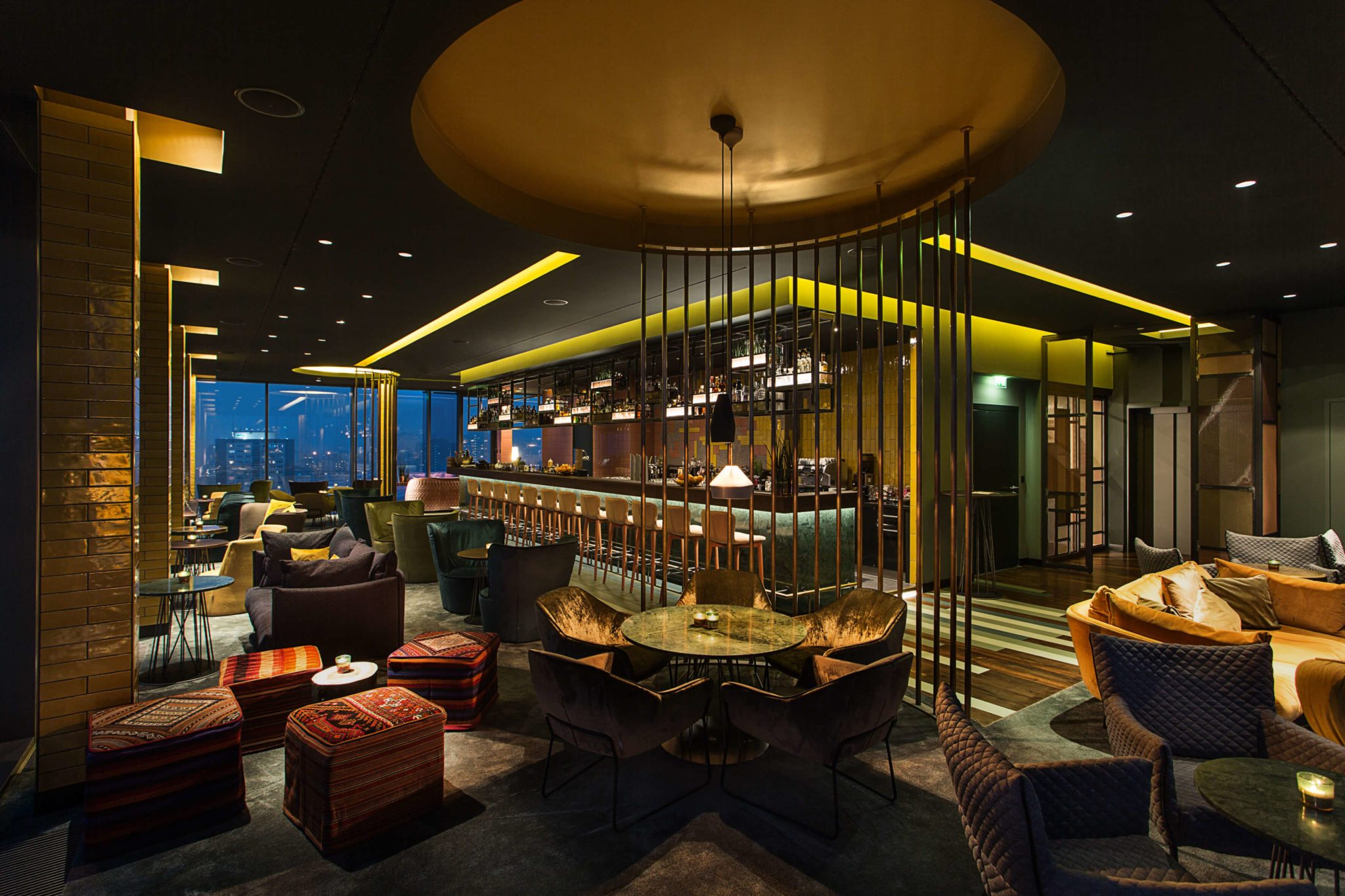 Die schöne Einrichtung in der Loft14 Bar in Berlin