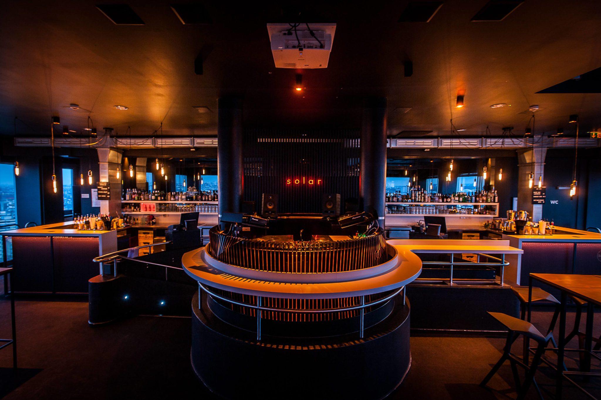 Die Bar in der Solar Sky Bar in Berlin