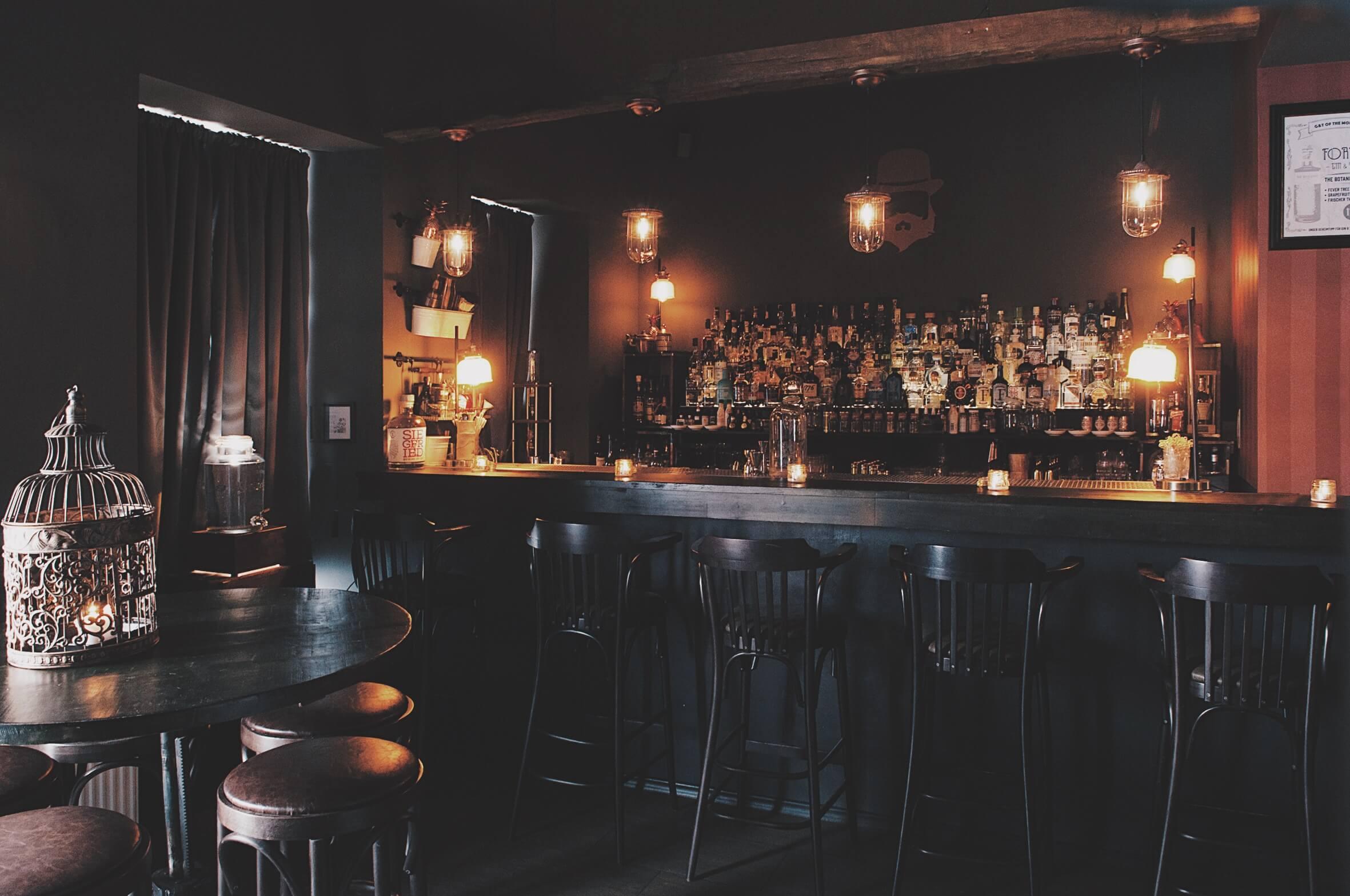 Der Tresen der Bar Old Jacob in Bonn