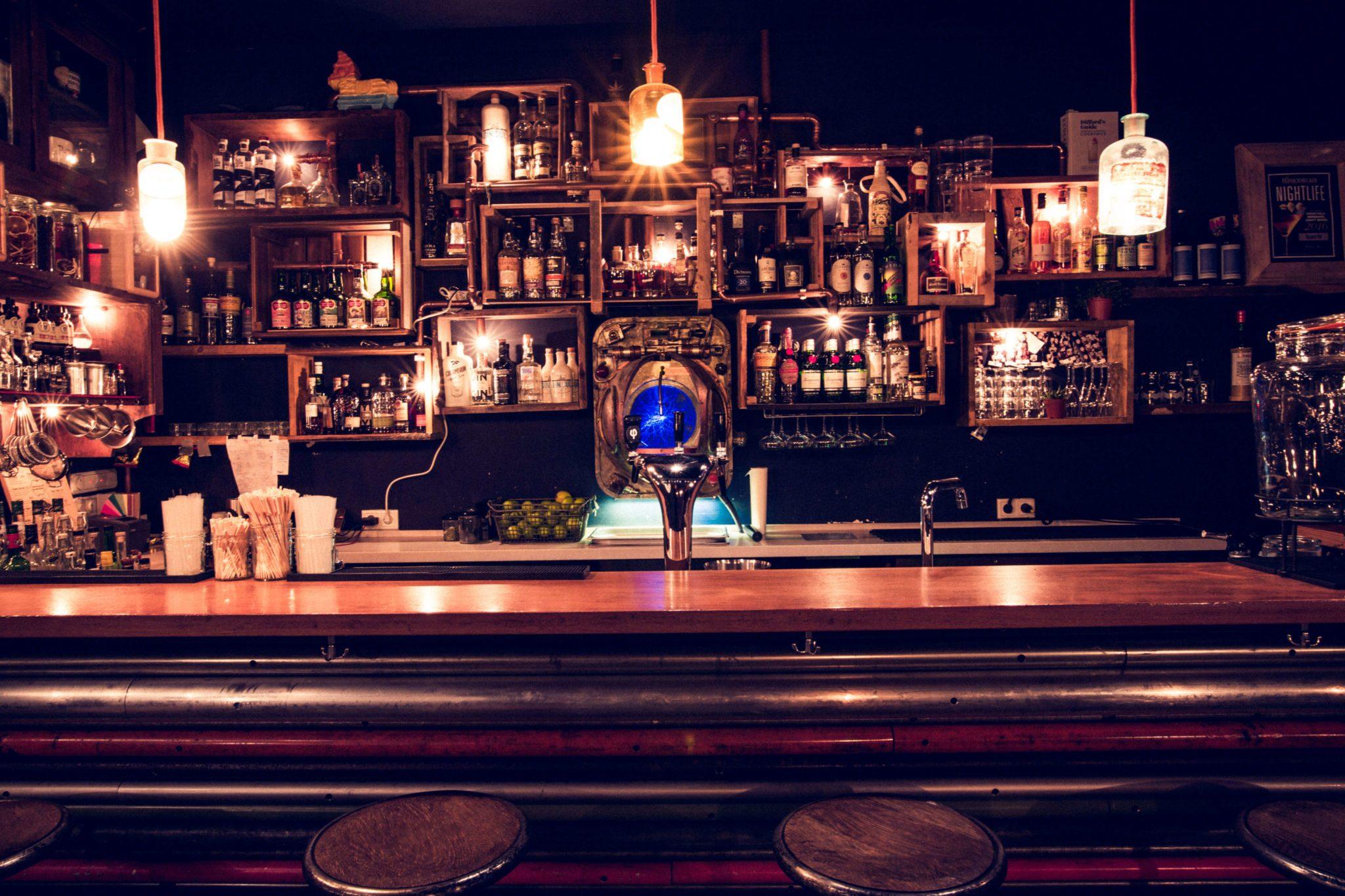 Die Bar in der Bar Kleines Phi in Hamburg