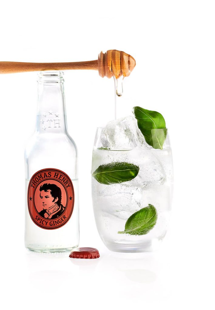 Der Cocktail Klassiker Basil Mule mit Thomas Henry Spicy Ginger